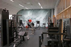 Allaktivitetshallens motionssal. Motionsapparater.