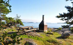 En grillplats vid havet i Sibbo skärgård.