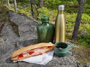 Medtagen matsäck i Sibbo storskogs nationalpark.