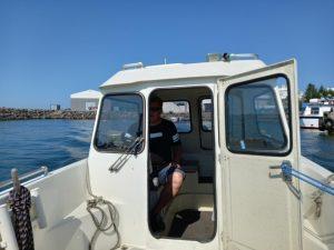 Seasong Travelsin yrittäjä Patrick Lindén kulkee työmatkat veneellä.